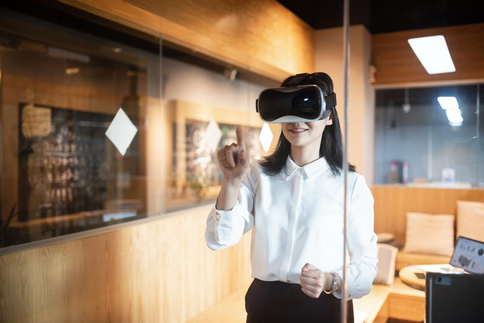 Emerging Virtual Reality Trends For Workplace Training